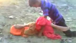 Amateur Indian gf fucked in village fields