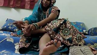 Gujarati bhabhi footjob fetish